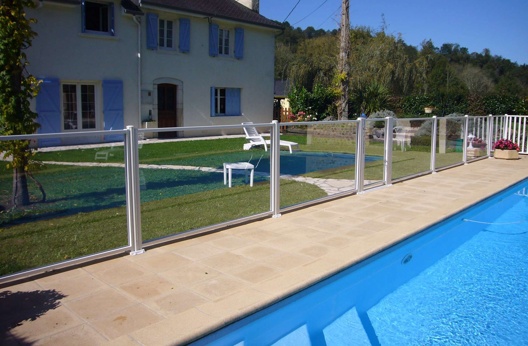 Les barri res en verre de protection d 39 atlantic barriere for Protection pour piscine