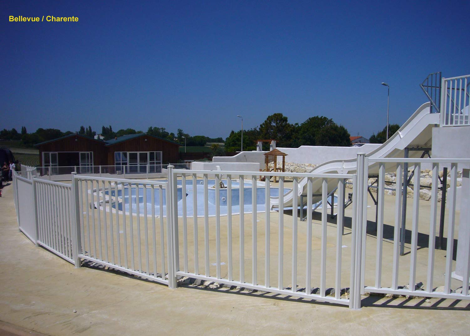 Page photo 158 r glages des l ments sur mesure de for Barriere piscine verre prix