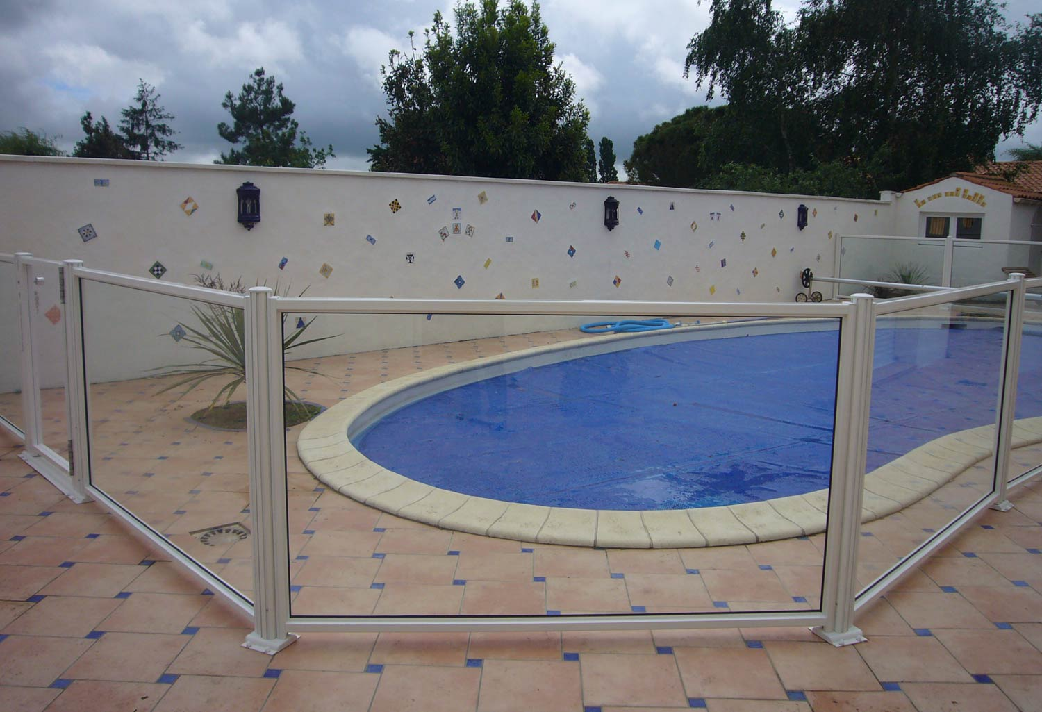Protection piscine trendy intex bche de protection for Protection pour piscine
