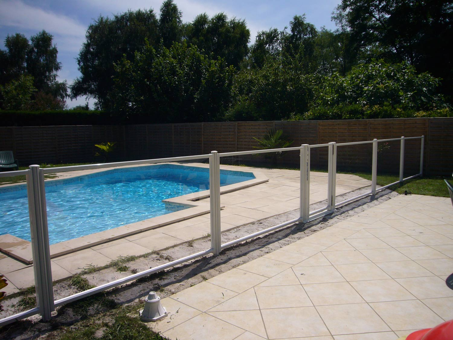 Photo 124 barrieres de piscine pour les grands campings for Barriere de piscine demontable